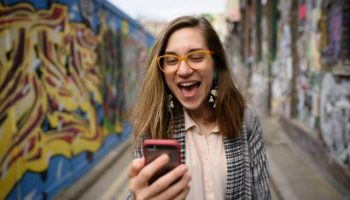 Triggertrap Selfie – Snap a Shot by Screaming at Your Phone