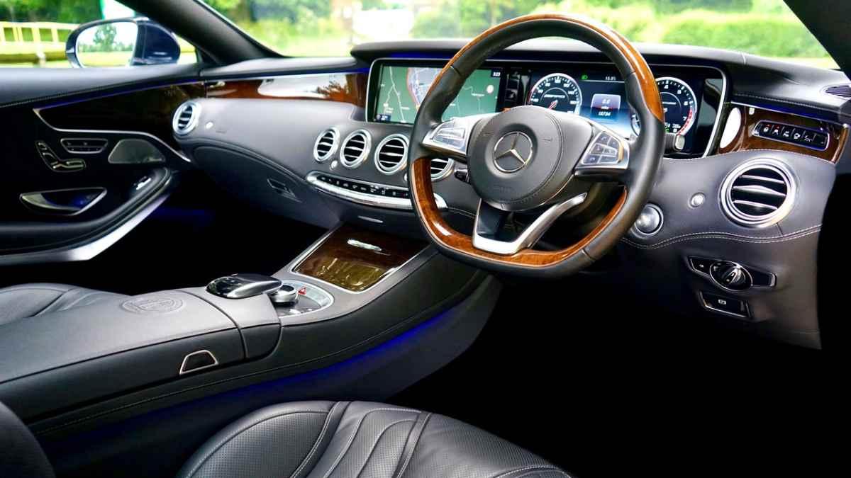 tech-gadgets-cars